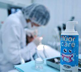 aplicar-fluor-dentista-